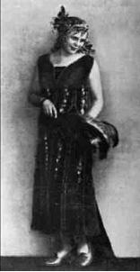Л. Кривицька у ролі Доллі в однойменній опереті. 1928 р.