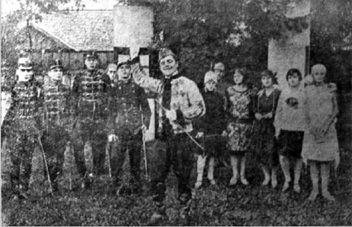 """Колектив """"Просвітянського театру"""". Фото. Газ. """"Новий час""""', 12 листопада 1928 р."""